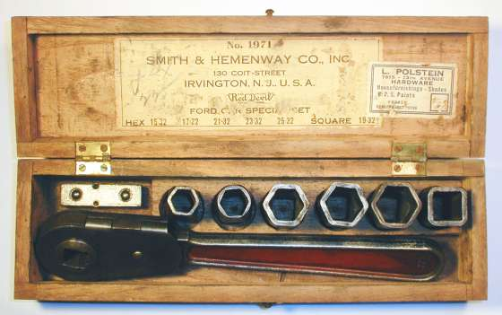 [Smith & Hemenway No. 1971 Pressed-Steel Socket Set]