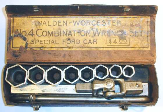 [Walden No. 4 Combination Socket Wrench Set]